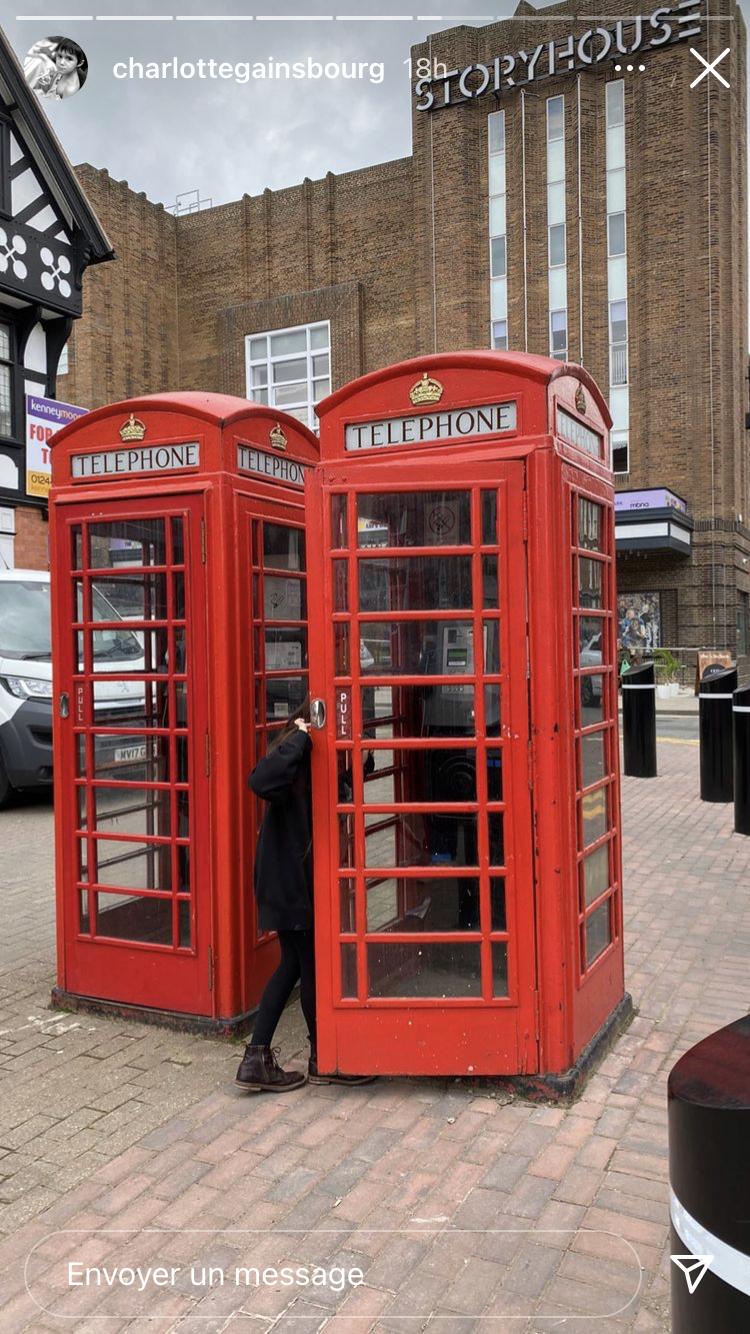 Joe Attal, fille de Charlotte Gainsbourg et Yvan Attal, à Londres le 13 avril 2021.