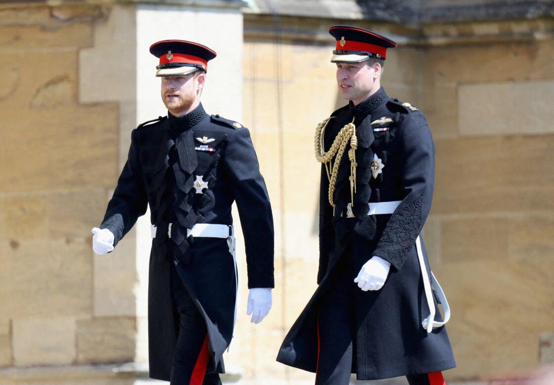 Le prince Harry et le prince William arrivent à la Chapelle St George's à Windsor pour le mariage d'Harry et Meghan Markle, en mari 2018.
