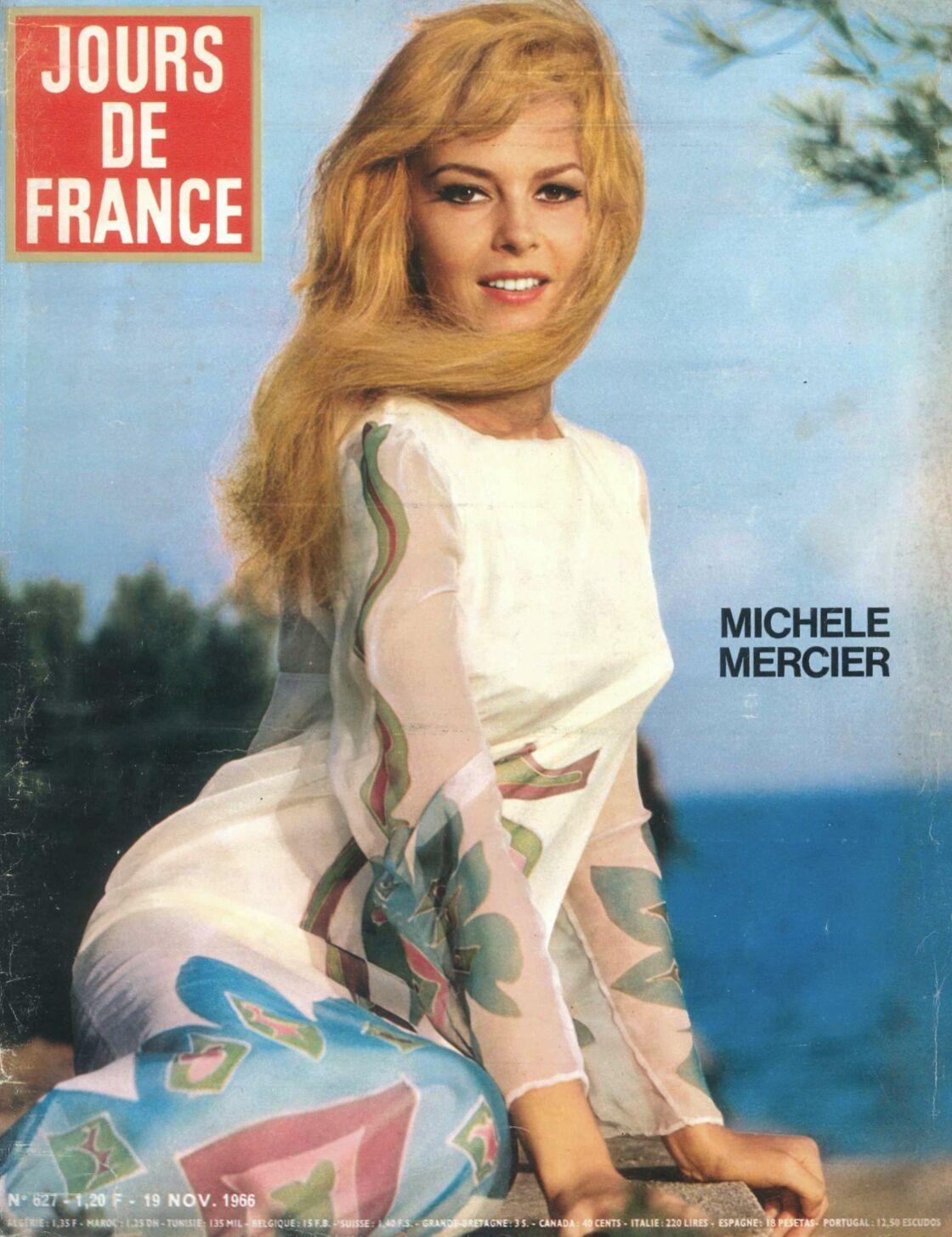 Sa première création, une robe peinte a tout de suite été adoptée par Michèle Mercier et Brigitte Bardot.