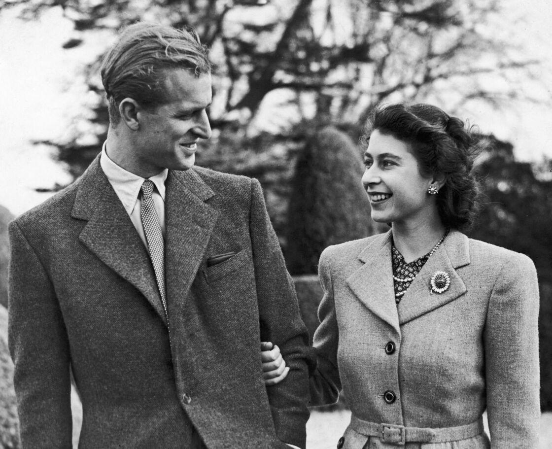 Le prince Philip et Sa Majesté Elizabeth II en juillet 1947, à la suite de leurs fiançailles