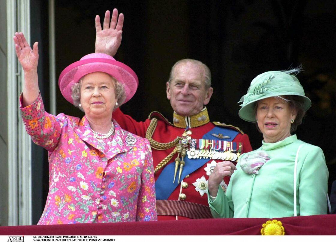 Sa Majesté Elizabeth II, le prince Philip et la princesse Margaret au balcon du palais de Buckingham en 2000