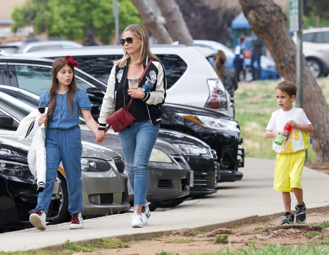 Sarah Michelle Gellar et ses enfants Charlotte Grace et Rocky James à Brentwood, Los Angeles, le 27 avril 2019.