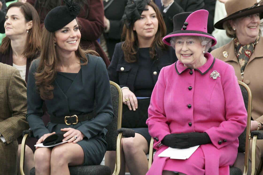Kate Middleton et Sa Majesté Elizabeth II à Leicester le 8 mars 2012