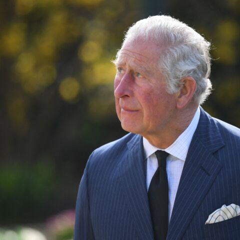PHOTOS – Le prince Charles retient ses larmes: sortie émouvante après la mort de Philip