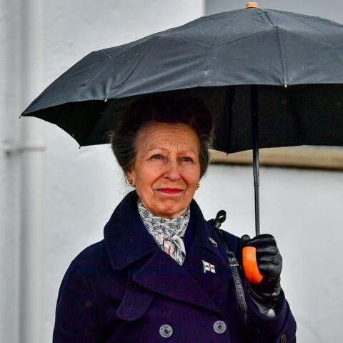 PHOTOS – La princesse Anne souriante malgré le deuil: elle honore son père Philip