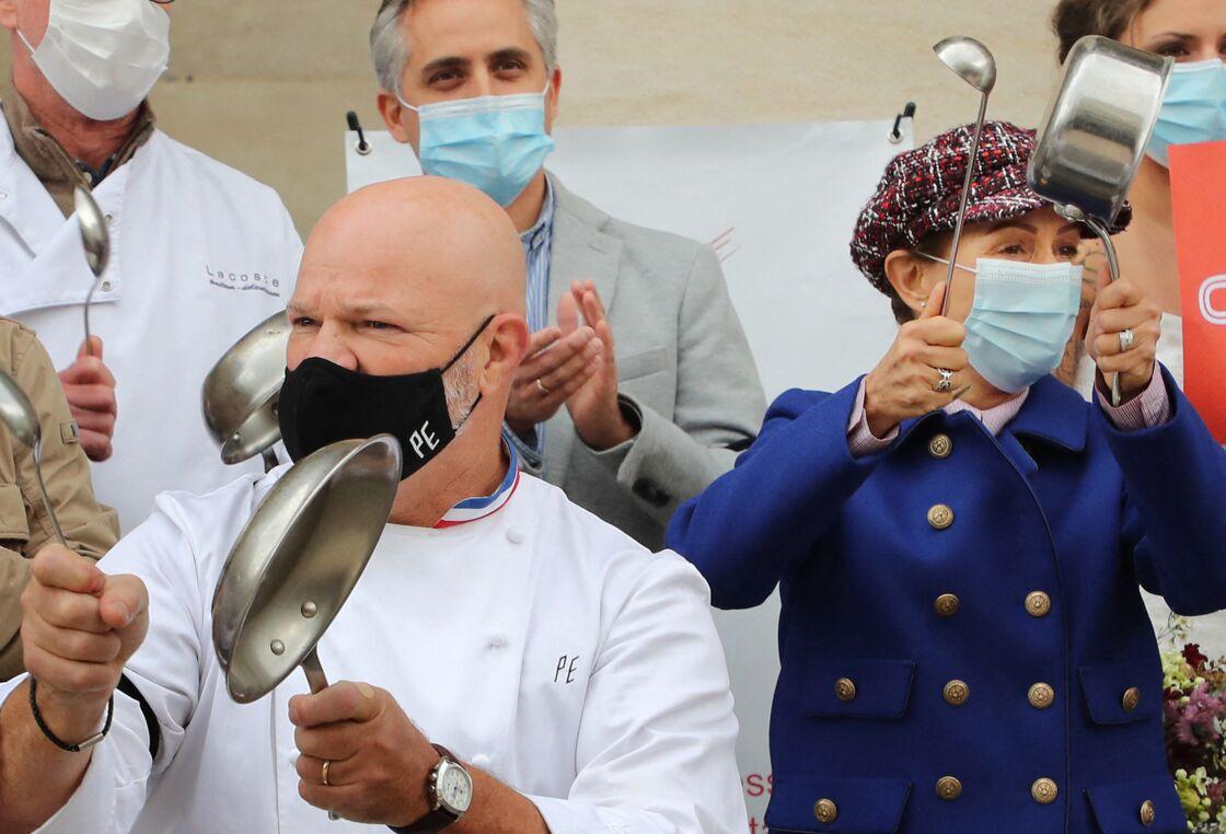 Philippe Etchebest et son épouse Dominique lors de la manifestation contre les mesures de restrictions de Covid-19 à Bordeaux le 2 octobre 2020