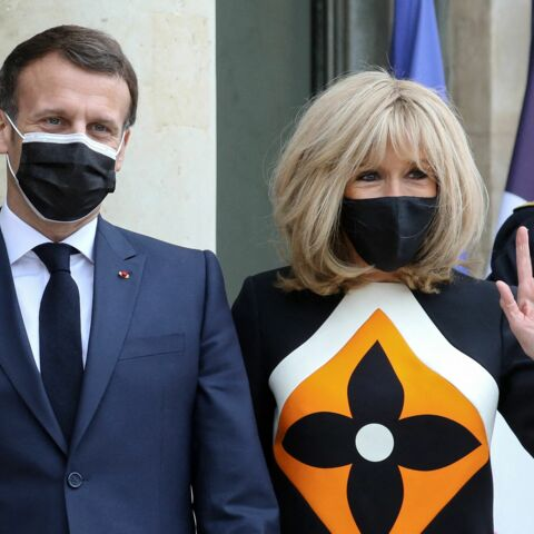 PHOTOS – Brigitte Macron pimpante : on adore sa robe Louis Vuitton graphique