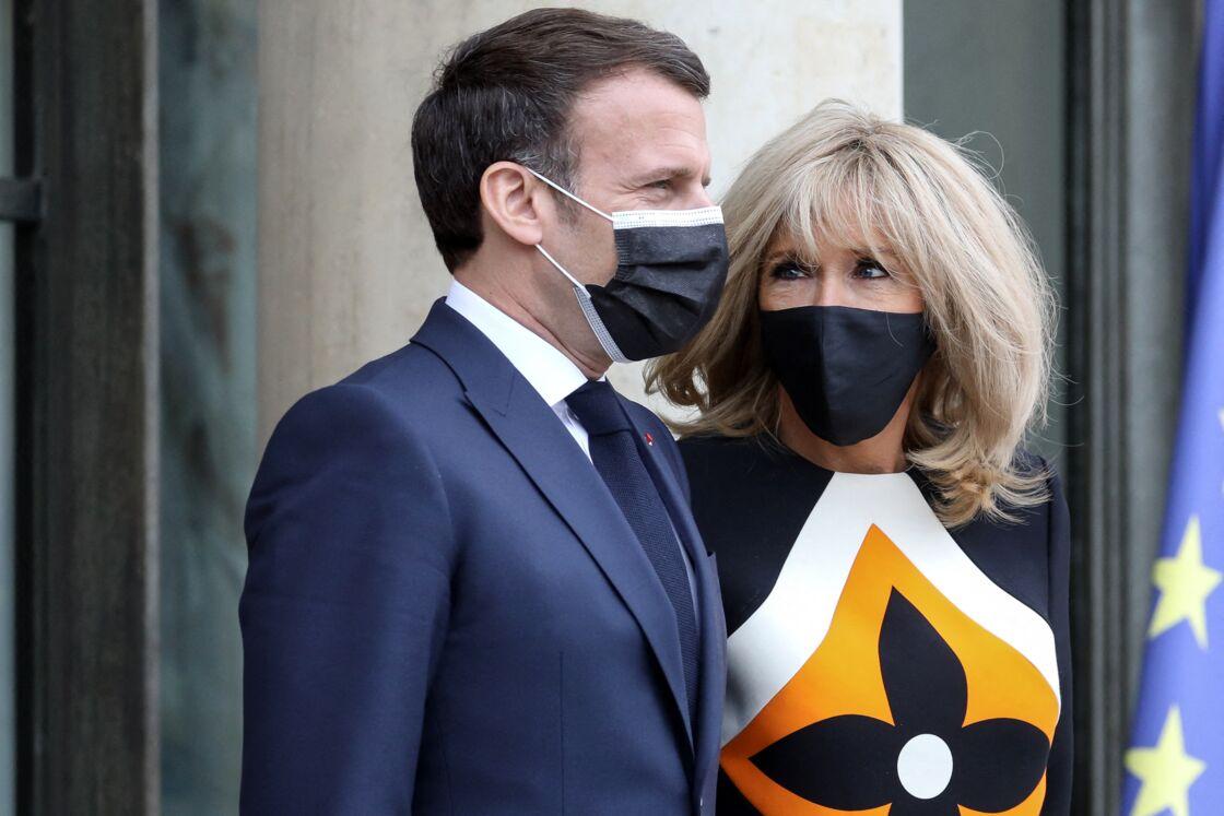 Le président de la république française, Emmanuel Macron et sa femme la Première Dame, Brigitte Macron reçoivent le président ukrainien et sa femme pour un déjeuner de travail au palais de l'Elysée à Paris, France, le 16 avril 2021.
