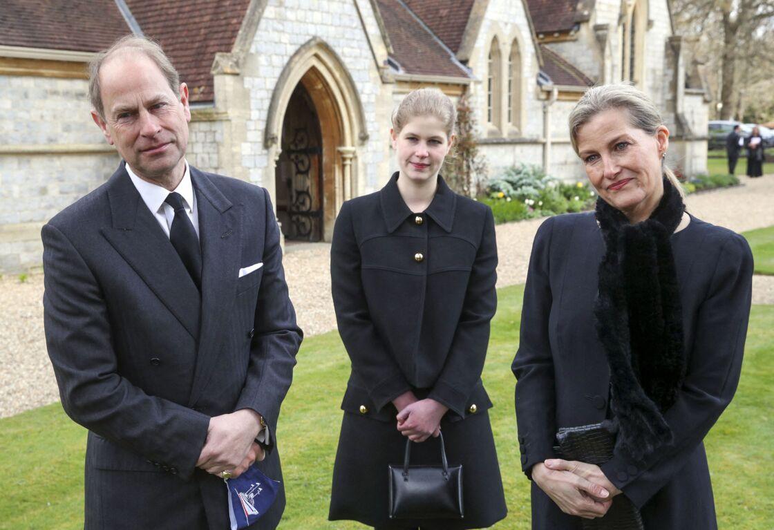Lady Louise avec le prince Edwards et Sophie de Wessex lors de l'hommage au prince Philip