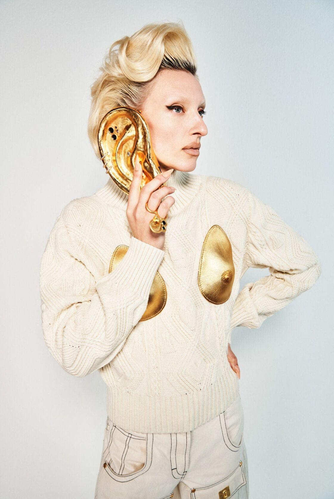 Lors de son défilé Automne Hiver 2021 - 2022, la marque italienne Schiaparelli s'est amusée à faire des oreilles, un accessoire de mode complet.
