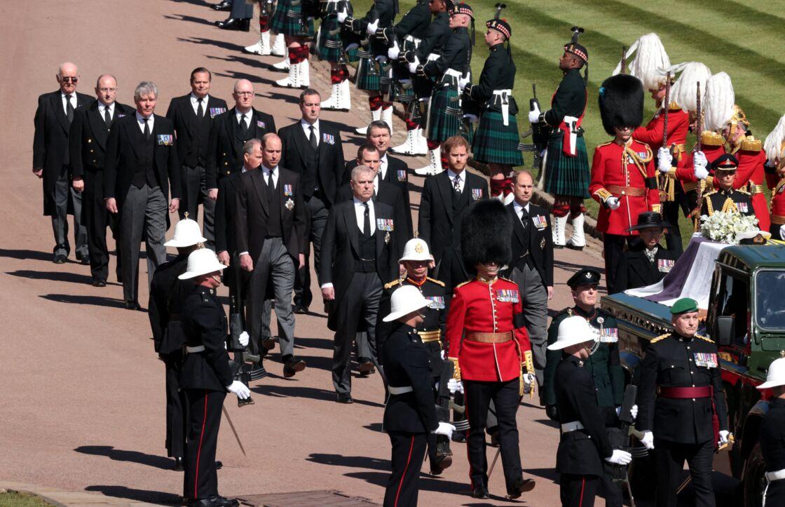 Exit l'uniforme, tous étaient en costume pour les funérailles du prince Philip