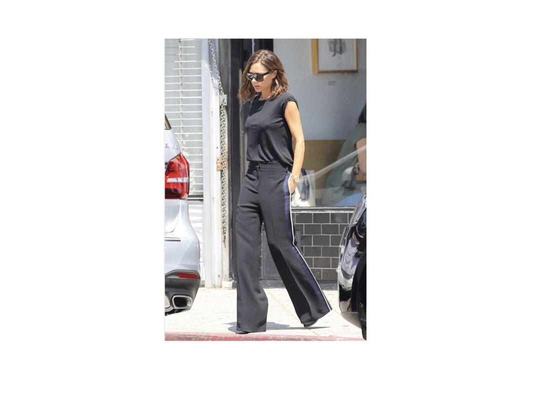 Victoria Beckham, toujours chic en pantalon de smoking