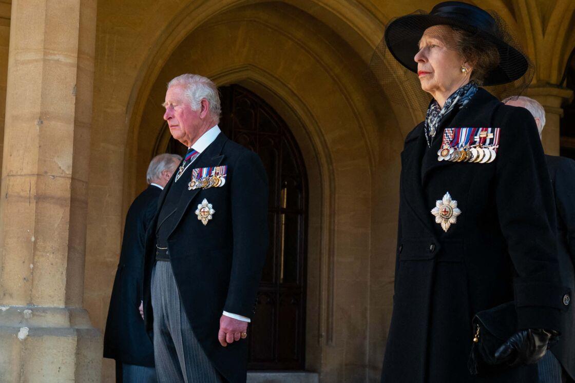 Le prince Charles et la princesse Anne aux obsèques du prince Philip le 17 avril 2021