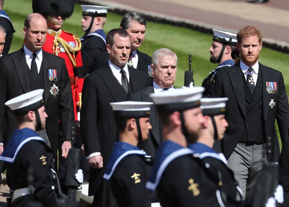 Le prince William, Peter Phillips, Sir Timothy Laurence, le prince Andrew et le prince Harry aux funérailles du prince Philip, à la chapelle Saint-Georges du château de Windsor, le 17 avril 2021.