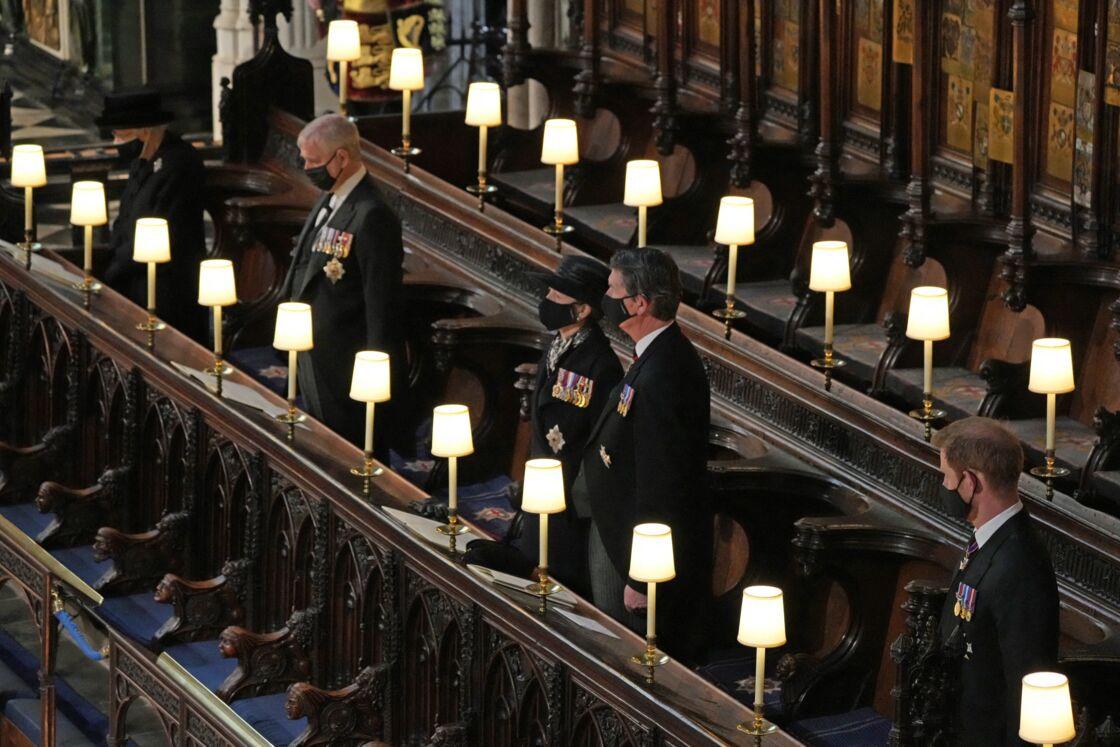 La reine Elizabeth II, le prince Andrew, la princesse Anne, Sir Timothy Laurence et le prince Harry durant les obsèques du prince Philip, le samedi 17 avril 2021.