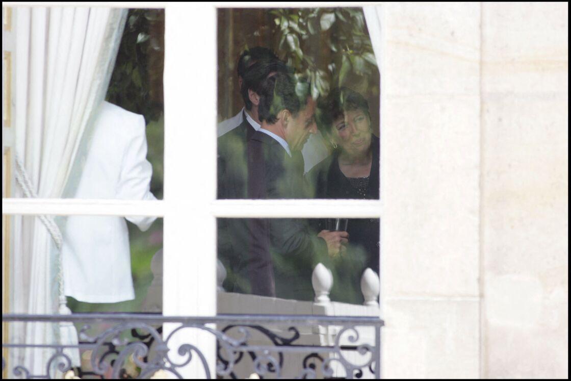 Nicolas Sarkozy au côté de Roselyne Bachelot, alors ministre de la Santé, de la Jeunesse et des Sports, pour la présentation du nouveau gouvernement, à l'Élysée, en juin 2007.