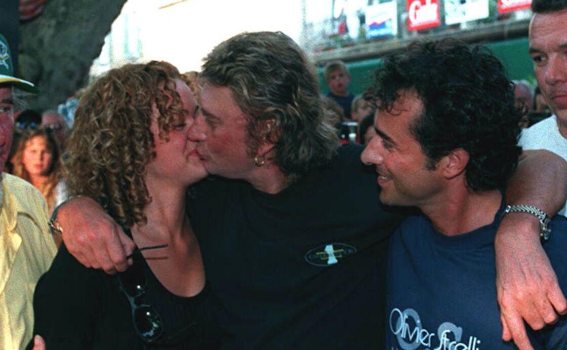 Johnny, Laeticia Hallyday et Bernard Montiel le 9 juillet 1995 à Saint-Tropez