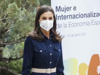 PHOTOS -  Letizia d'Espagne porte une nouvelle fois sa robe en jean signée Hugo Boss
