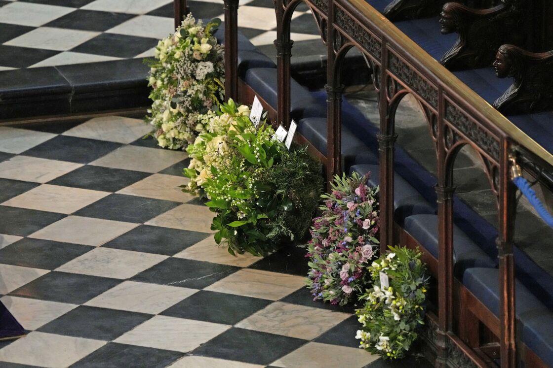 Les gerbes de fleurs déposées dans la chapelle Saint-Georges lors des funérailles du prince Philip, samedi 17 avril 2021.