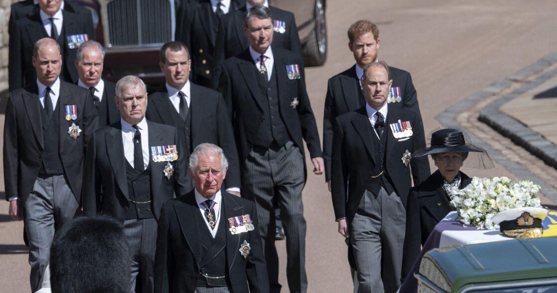 Le prince Charles quelques mètres devant ses fils William et Harry aux obsèques du prince Philip, le 17 avril 2021