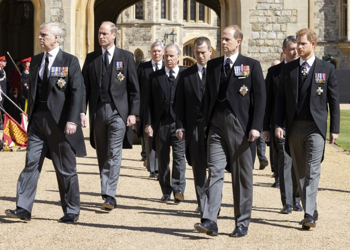 Le prince Andrew, duc d'York, le prince Edward, comte de Wessex, le prince William, duc de Cambridge, Peter Phillips, le prince Harry, duc de Sussex, David Armstrong-Jones, comte de Snowdon, Sir Timothy Laurence - Arrivées aux funérailles du prince Philip, duc d'Edimbourg à la chapelle Saint-Georges du château de Windsor, le 17 avril 2021.