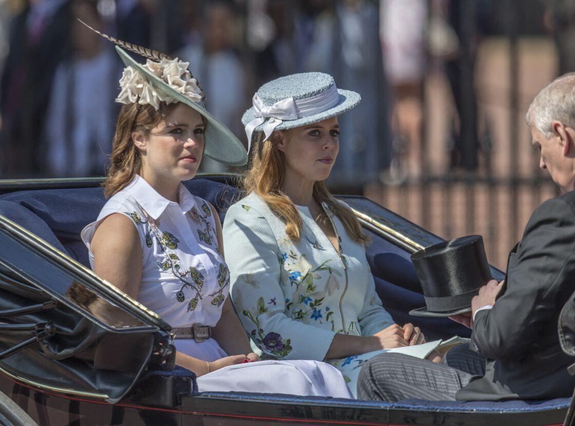 Les princesses Eugenie et Beatrice lors de la parade