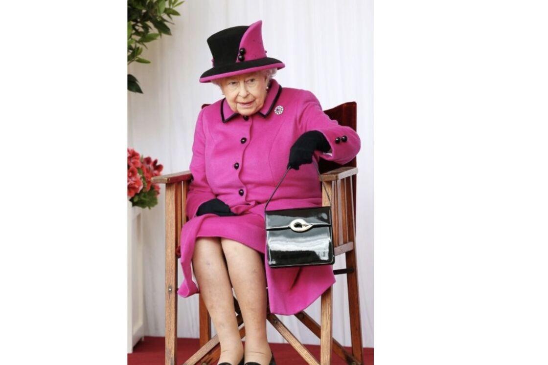 La reine Elisabeth II ne sort jamais sans lui, le sac à main en cuir vernis