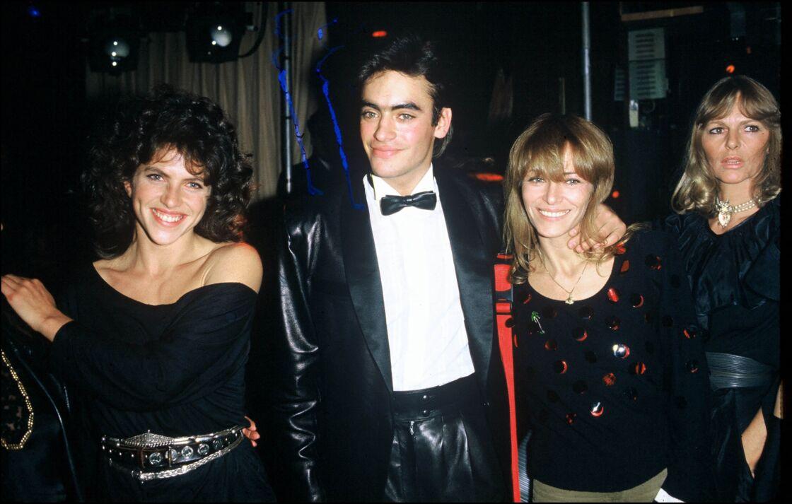 Anthony Delon et sa mère Nathalie Delon en 1983 à Paris