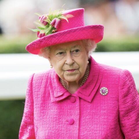 PHOTOS – Elizabeth II: les 5 pièces fortes et intemporelles de son dressing