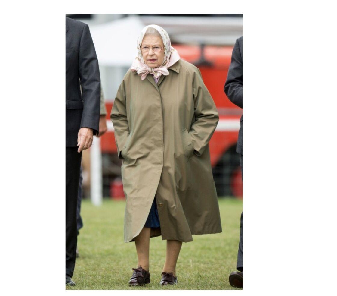 Trench et foulard pour la reine d'Angleterre