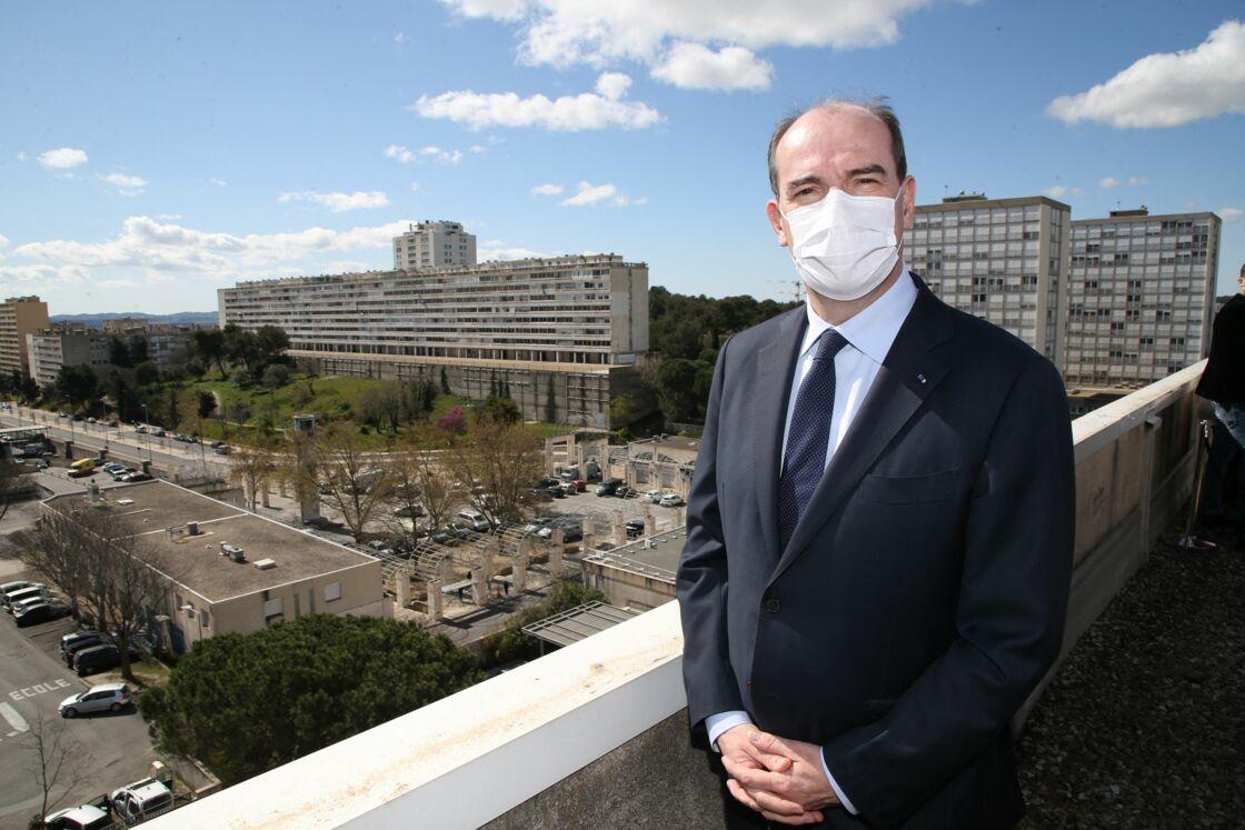 Le Premier ministre Jean Castex va à la rencontre des habitants de Nîmes dans le cadre de sa visite officielle liée aux problèmes d'iurbanisme dans le Gard. Nîmes, le 27 mars 2021