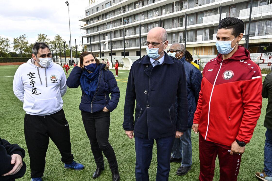 ean-Michel Blanquer, le ministre de l'Education nationale, de la Jeunesse et des Sports et Roxana Maracineanu, ministre déléguée chargée des Sports rencontreront les associations sportives locales et ateliers avec les jeunes du quartier, au stade de football d'Empalot, à Toulouse, France, le 12 avril 2021.