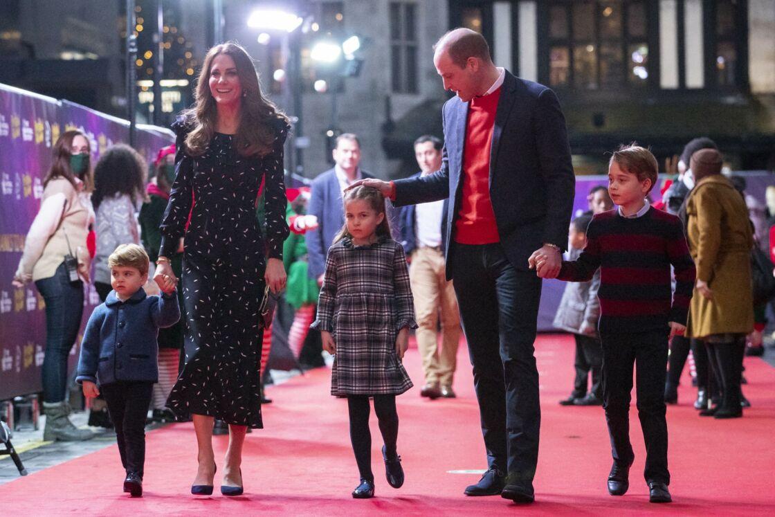 Le prince William, duc de Cambridge, et Catherine (Kate) Middleton, duchesse de Cambridge, avec leurs enfants le prince George, la princesse Charlotte et le prince Louis ont assisté à un spectacle donné en l'honneur des personnes qui ont été mobilisées pendant la pandémie au Palladium à Londres, Royaume Uni, le 11 décembre 2020.
