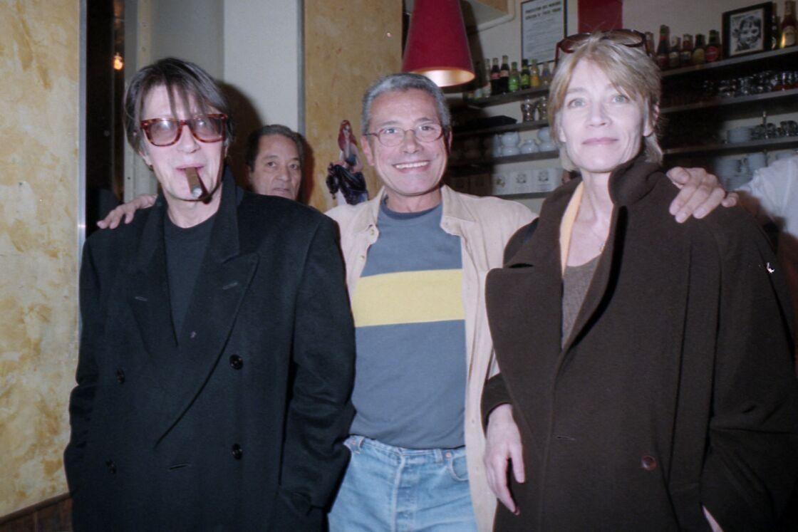Jacques Dutronc et Françoise Hardy, aux côtés du photographe Jean-Marie Périer, à Paris, en 1990.