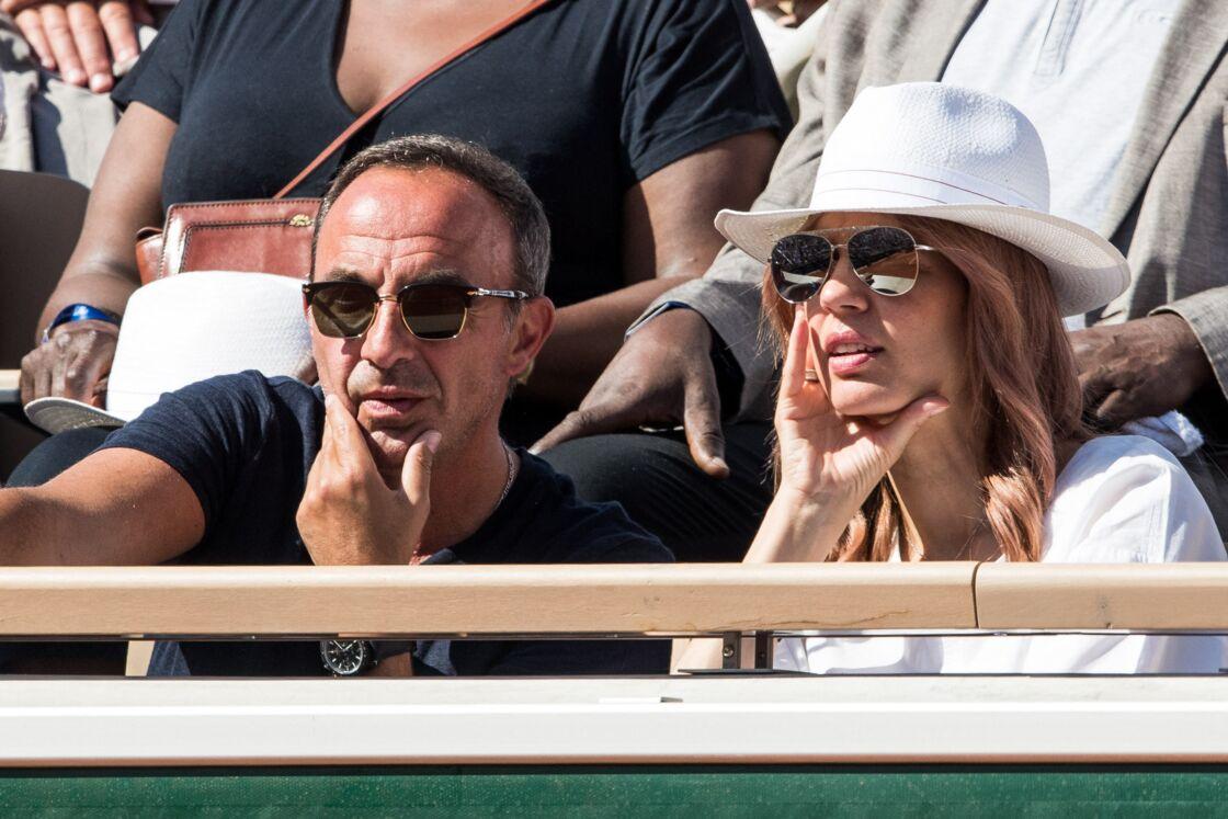 Nikos Aliagas et sa femme Tina dans les tribunes lors des internationaux de tennis de Roland Garros à Paris, le 31 mai 2019