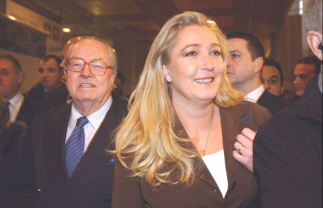 Marine Le Pen et son père Jean-Marie Le Pen en visite au Salon de l'Agriculture, en mars 2004