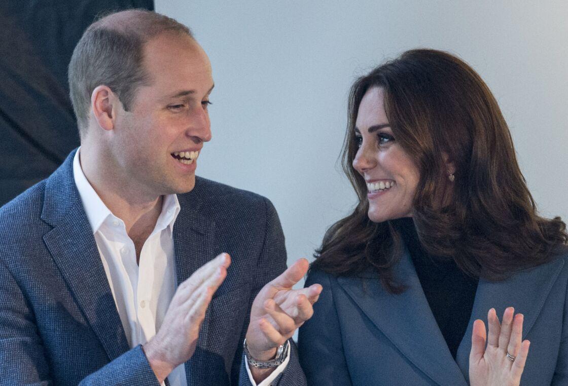 Le prince William, duc de Cambridge et Kate Middleton, duchesse de Cambridge, à la cérémonie de remise de diplômes des apprentis Coach Core au London Stadium, le 18 octobre 2017.