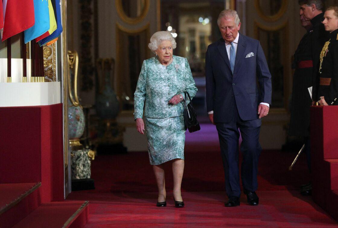 Sa Majesté Elizabeth II et le prince Charles le 19 avril 2018 au palais de Buckingham