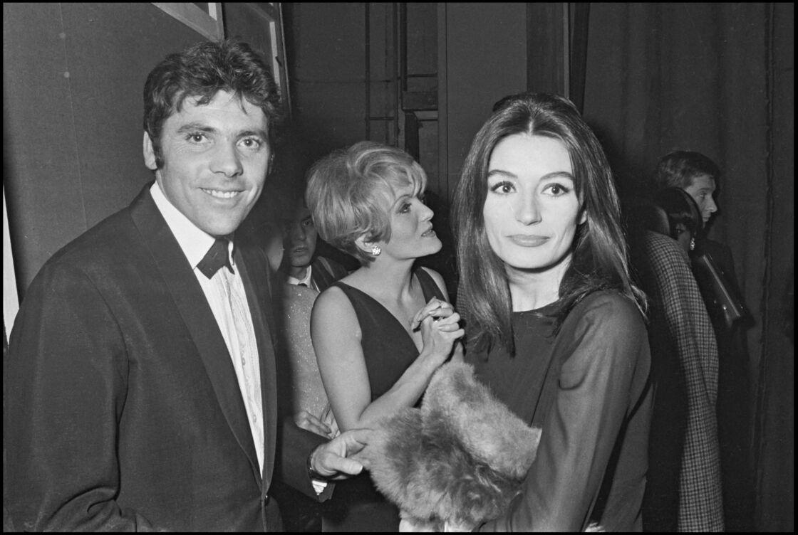 Anouk Aimée et son ex-mari, Pierre Barouh, lors de la remise des prix Triomphe du Cinéma, à Paris, en 1967.
