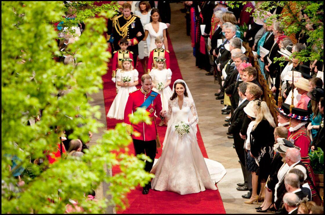 Le prince William et Kate Middleton remontant l'allée de l'abbaye de Westminster, le 29 avril 2011.