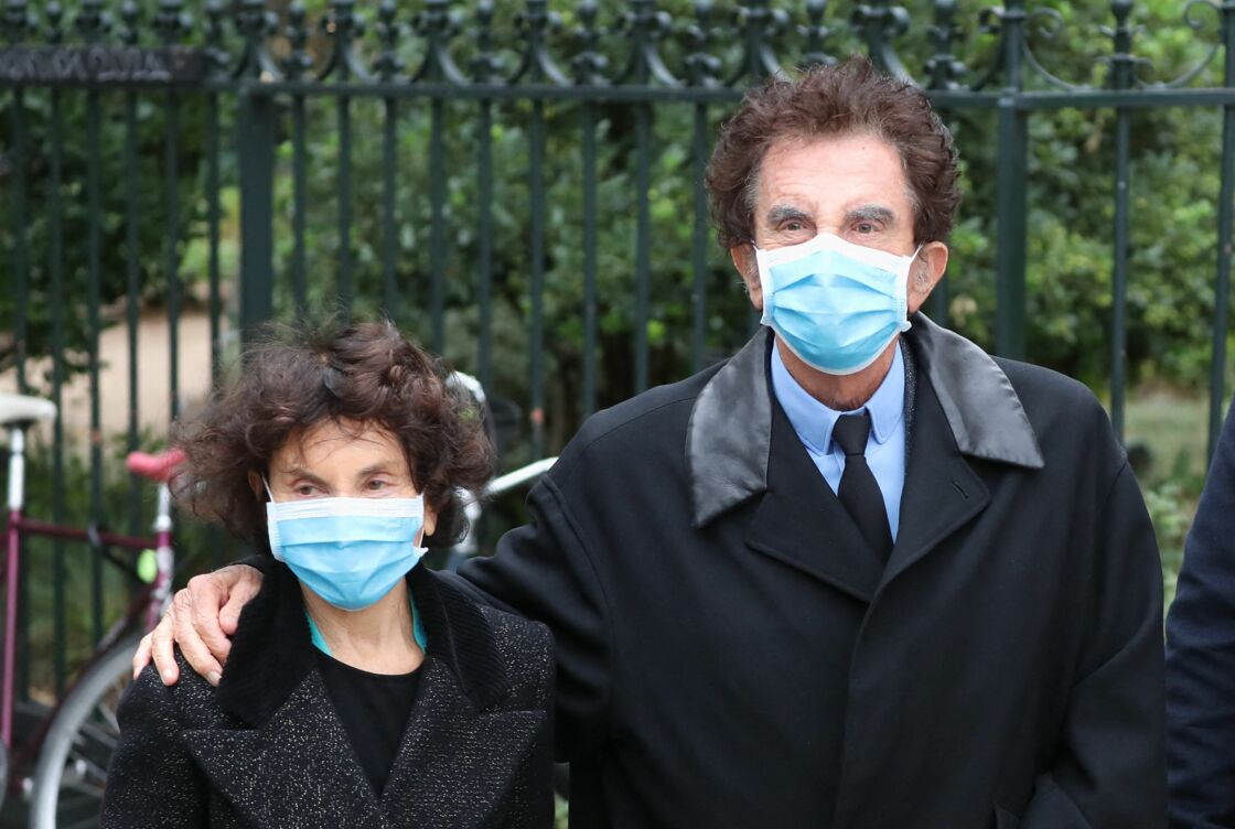Jack Lang et sa femme Monique - Arrivées aux obsèques de Juliette Gréco en l'église Saint-Germain-des-Prés. Le 5 octobre 2020