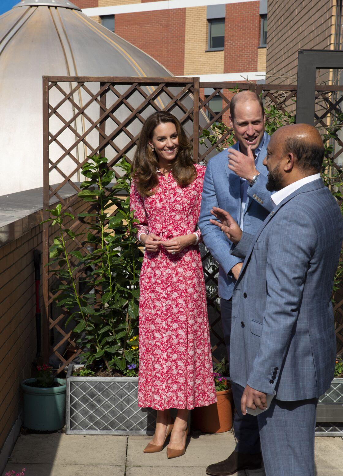 Kate Middleton porte une robe Beulah lors d'une visite à la Grande mosquée de l'Est de Londres, le 15 septembre 2020