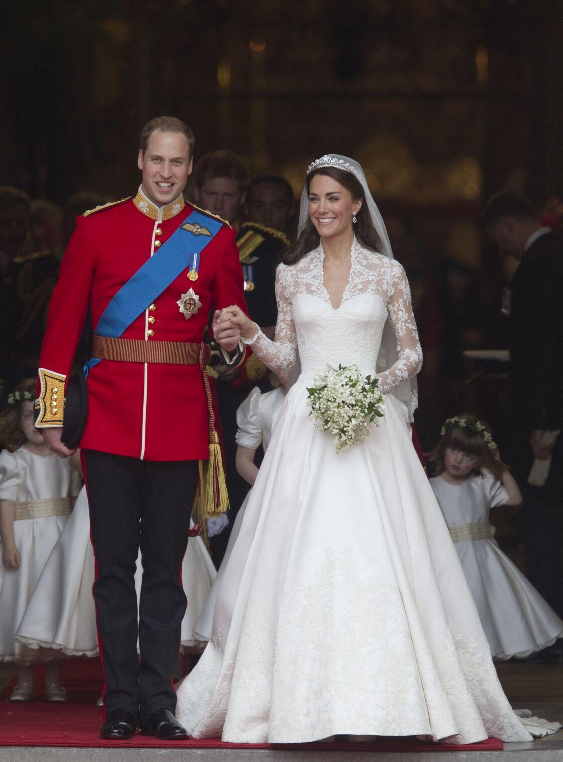 Kate Middleton radieuse dans sa robe de mariée à 332 000$ offerte par ses parents