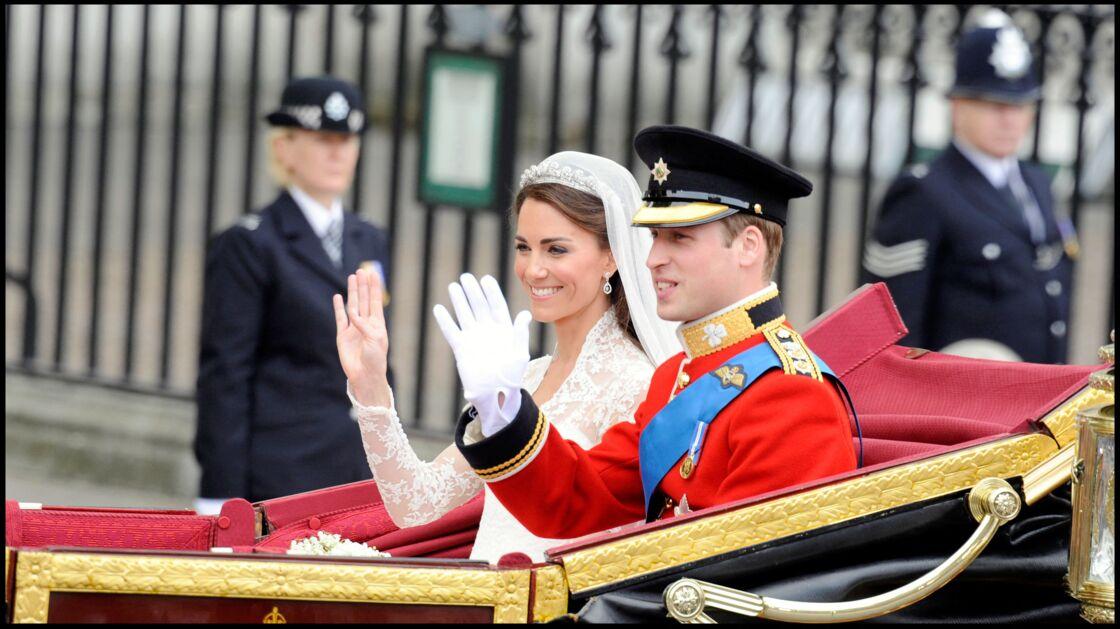 Kate et William lors de leur défilé en calèche.