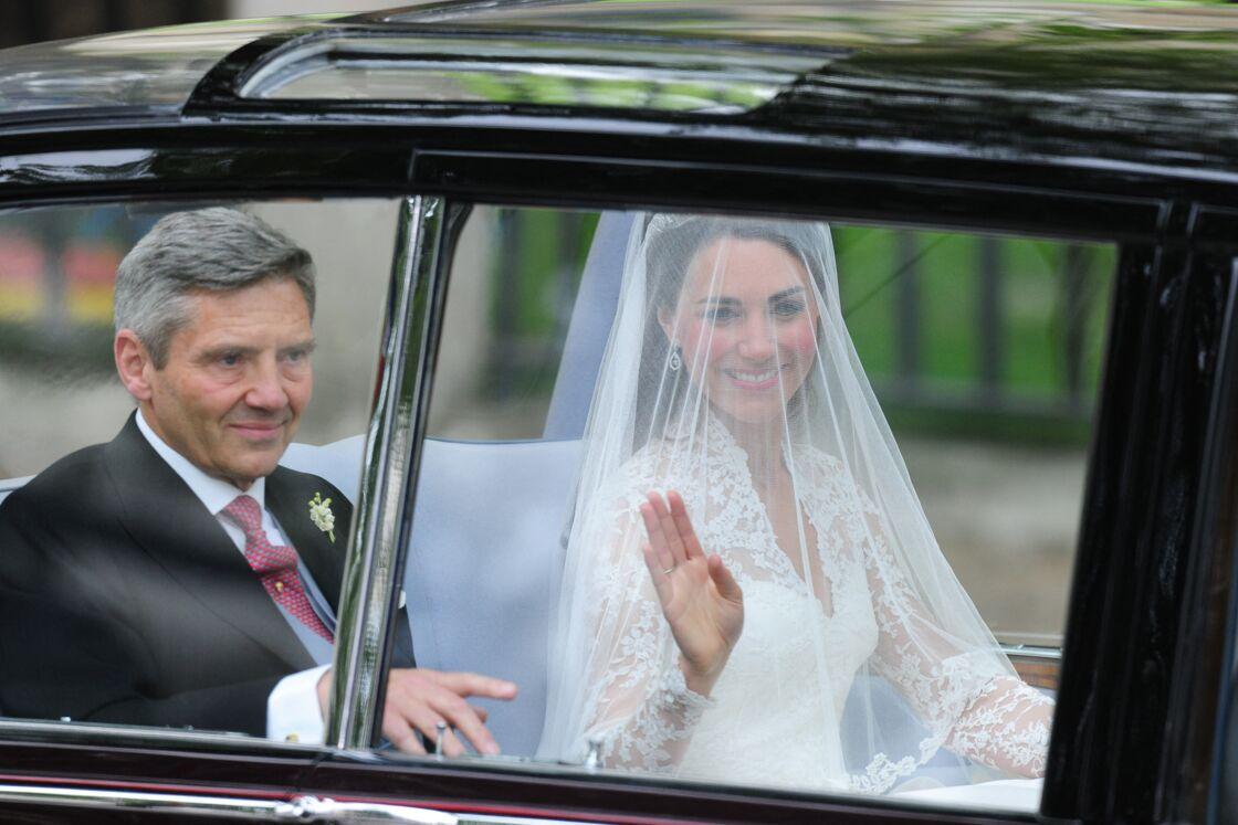 Kate Middleton arrive avec son père Michael Middleton à Westminster pour son mariage avec le prince William, le 29 avril 2011