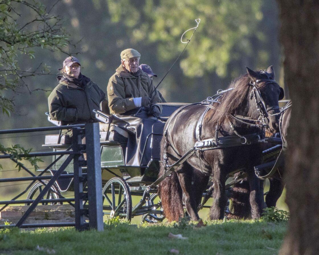 Le prince Philip, duc d'Edimbourg, en promenade à cheval dans le parc de Windsor, le 22 octobre 2018 à Windsor en Angleterre.