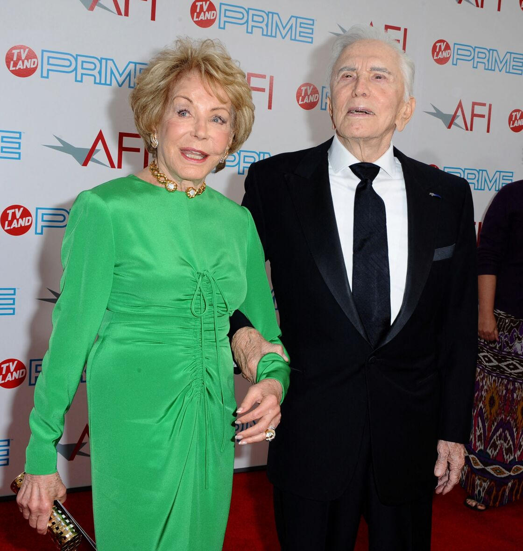 Kirk Douglas et sa femme Anne Kirk Douglas lors d'un événement à Los Angeles, aux États-Unis, le 11 juin 2009.