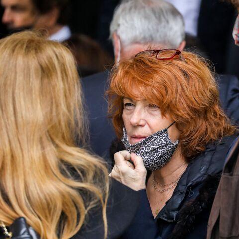 PHOTOS – Obsèques d'Yves Rénier: Véronique Genest, Mathilde Seigner… L'adieu des stars