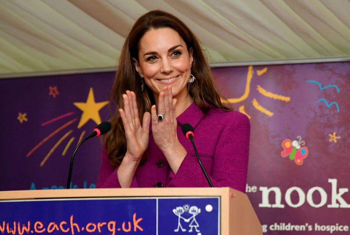 Kate Middleton en visite dans le nouvel hôpital de l'organisme de bienfaisance « The Nook »