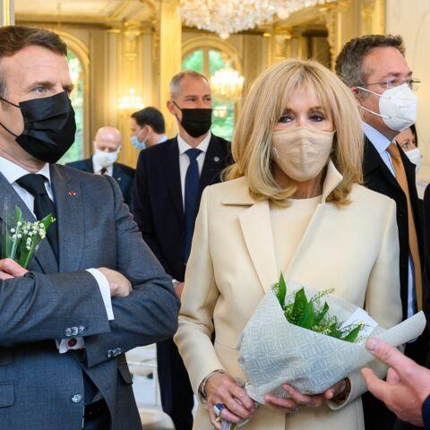 PHOTOS – Brigitte Macron toujours aussi élégante et stylée auprès de son mari pour le 1er mai